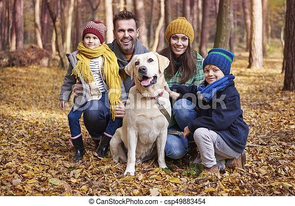 automne, pendant, famille heureuse, portrait - csp49883454