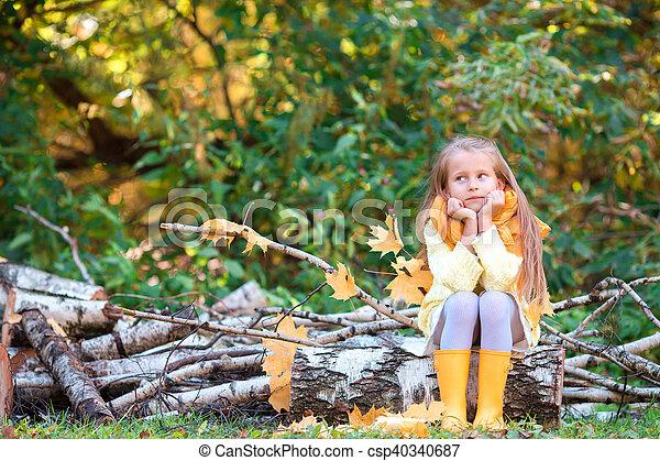 automne, peu, parc, girl, dehors - csp40340687
