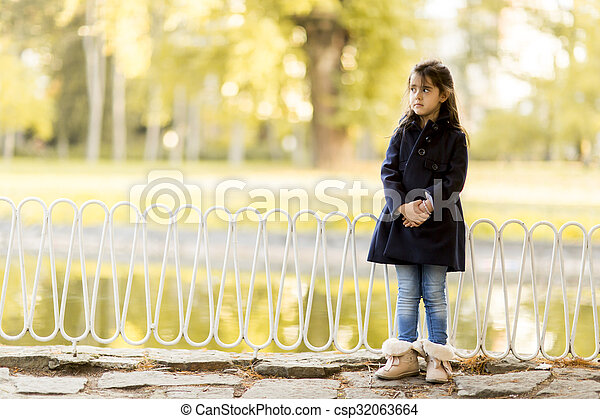 automne, peu, parc, girl - csp32063664