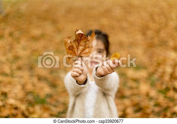 automne, peu, parc, girl - csp33920677
