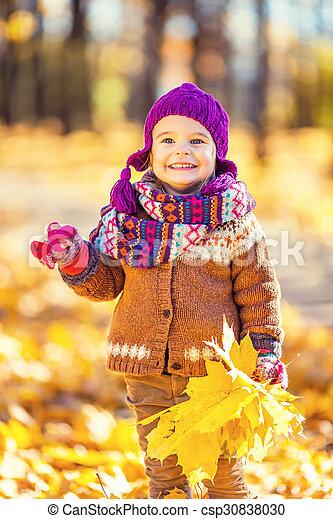 automne, peu, parc, girl, jouer - csp30838030