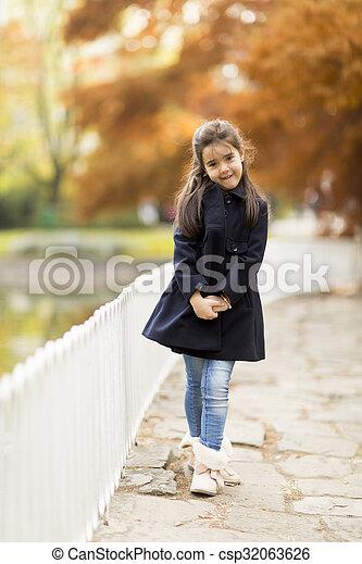 automne, peu, parc, girl - csp32063626