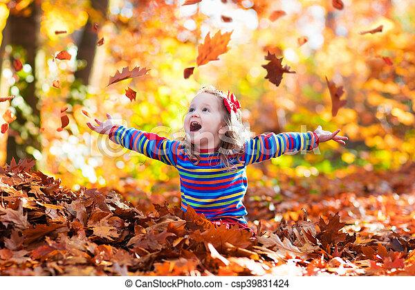 automne, peu, parc, girl - csp39831424