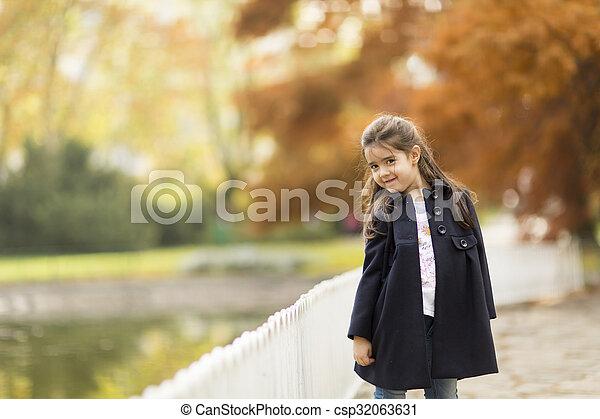 automne, peu, parc, girl - csp32063631