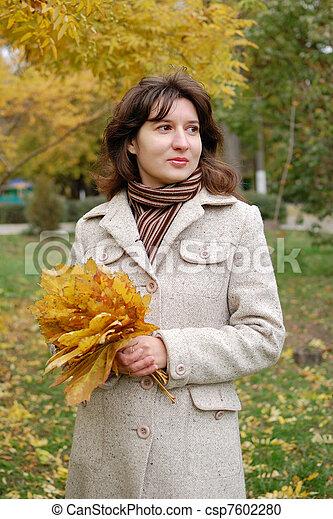 automne, portrait, femme, parc, jeune - csp7602280