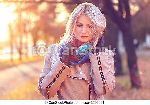automne, portrait, femme, parc, jeune - csp43298061