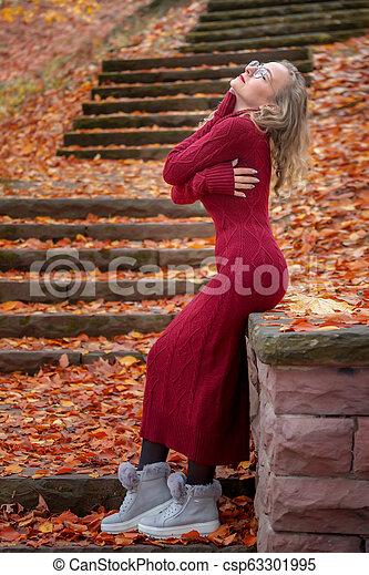automne, portrait, femme, parc, jeune - csp63301995
