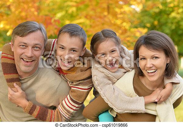 automne, portrait, parc, famille, heureux - csp61019866