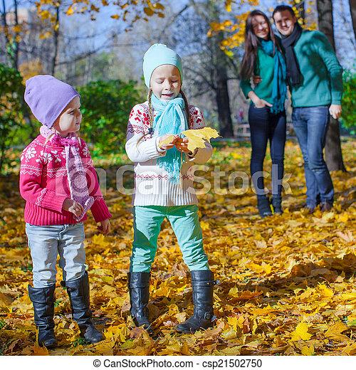 automne, quatre, jour, famille, heureux - csp21502750