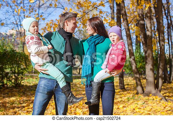 automne, quatre, jour, famille, heureux - csp21502724
