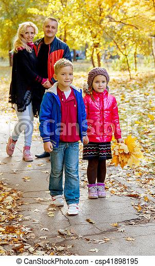 automne, quatre, marche, famille - csp41898195