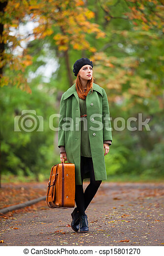 automne, roux, outdoor., girl, valise - csp15801270
