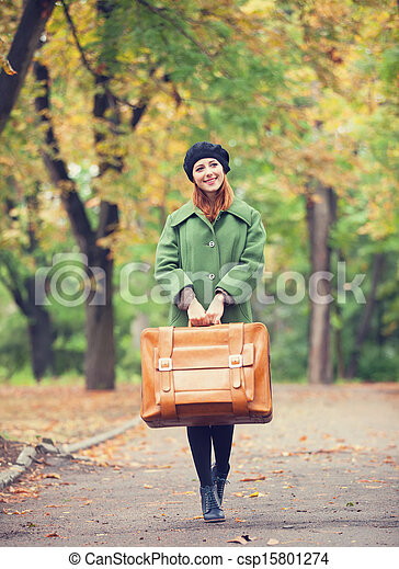 automne, roux, outdoor., girl, valise - csp15801274