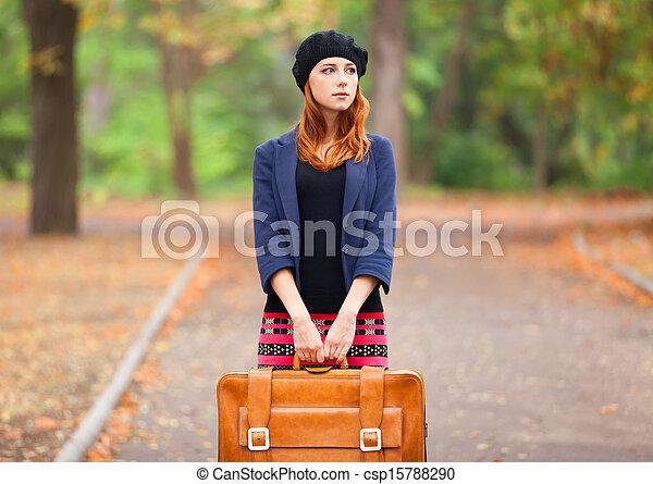 automne, roux, outdoor., girl, valise - csp15788290