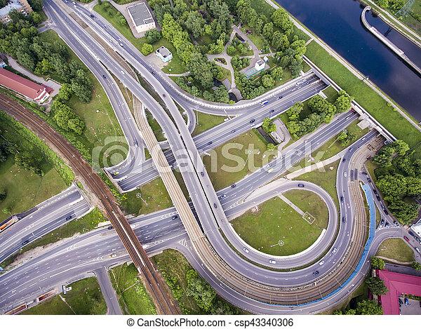 Vista aérea de una intersección en la autopista - csp43340306