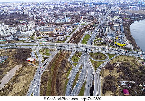 Vista aérea de una intersección en la autopista - csp47412839