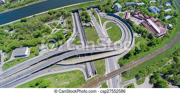 Vista aérea de una intersección en la autopista - csp27552586