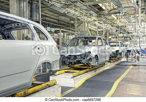Autos in Folge in der Autofabrik - csp6697298