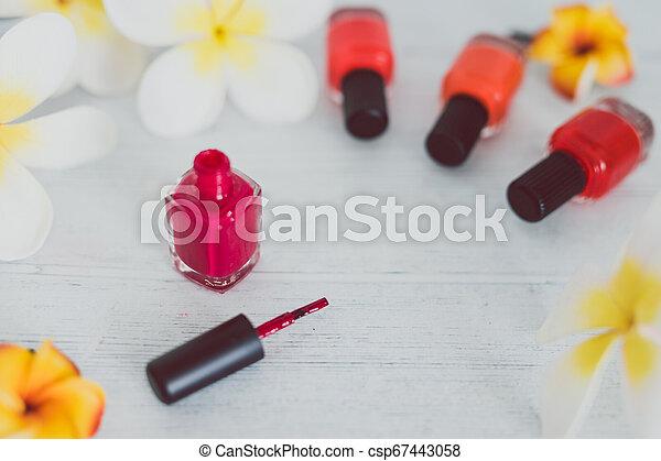 autour de, bois, il, surface, clou, couleurs, autre, bouteille, polonais, fleurs, rouges - csp67443058