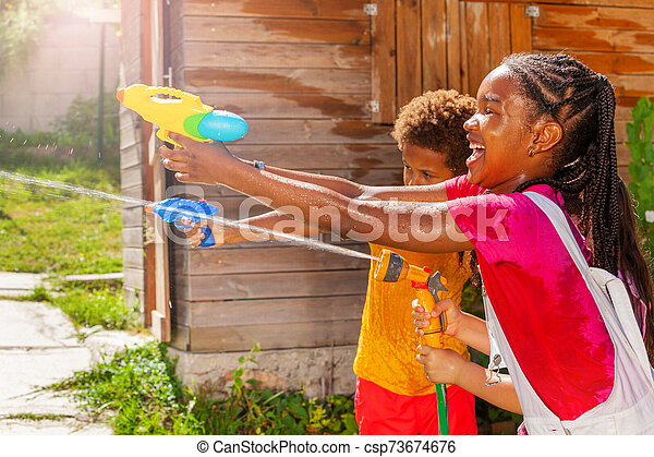 avbild, lek, vatten, flicka, handling, gevär, filma - csp73674676