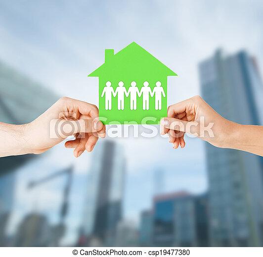 avis, hus, kvinde, mand, hænder - csp19477380