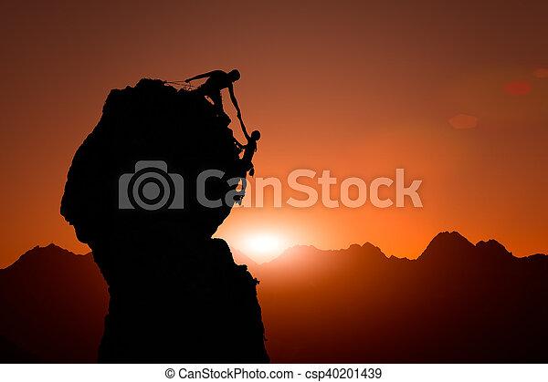 ayuda, cumbre, ocaso, trepadores, equipo, conquistar - csp40201439