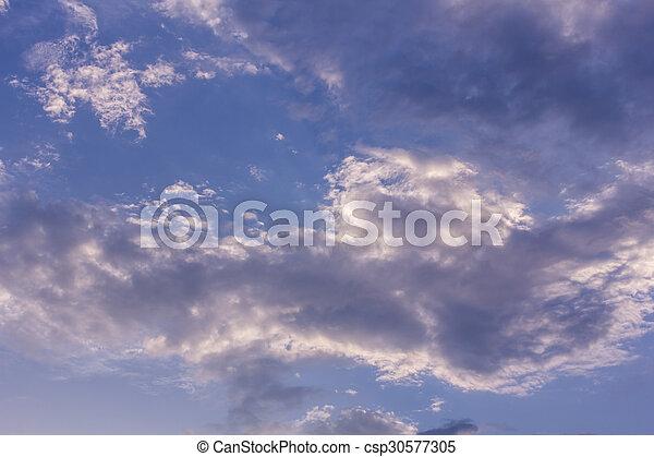 Cielo azul hermoso con nubes, textura y fondo - csp30577305