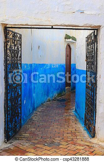 Callejón azul en Marruecos - csp43281888