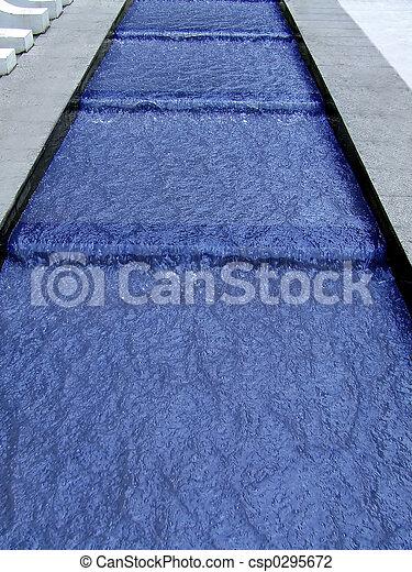 Agua de cascada azul - csp0295672