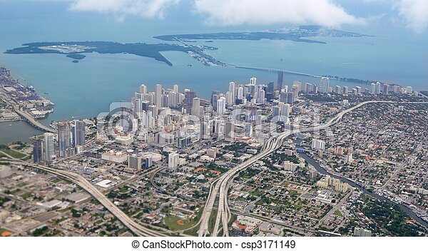 Miami City Downtown, vista aérea al mar azul - csp3171149