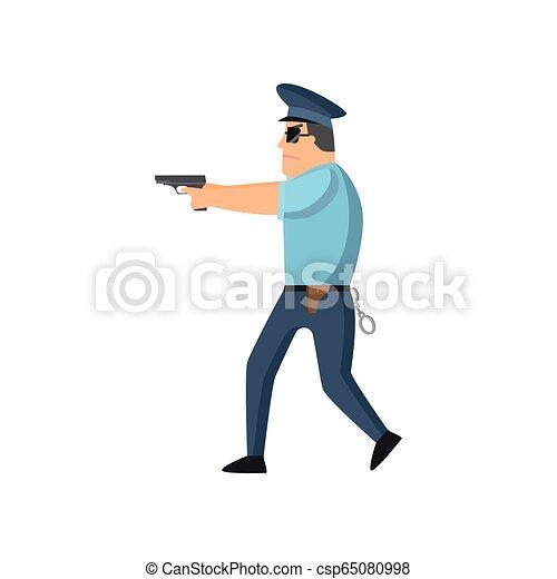 Un policía con uniforme azul con una placa de policía con gorra y gafas realiza su trabajo diario protegiendo gente. - csp65080998