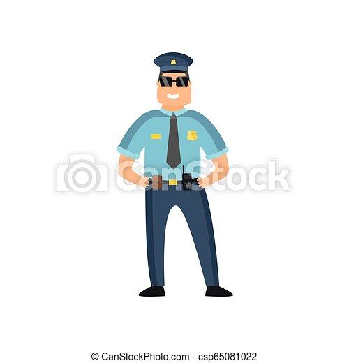 Un policía con uniforme azul con una placa de policía con gorra y gafas realiza su trabajo diario protegiendo gente. - csp65081022