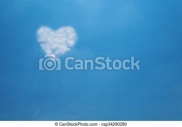 Nube del corazón en el cielo azul - csp34290280