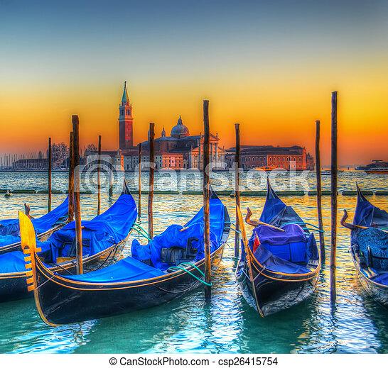 Gondolas azules bajo un colorido atardecer - csp26415754