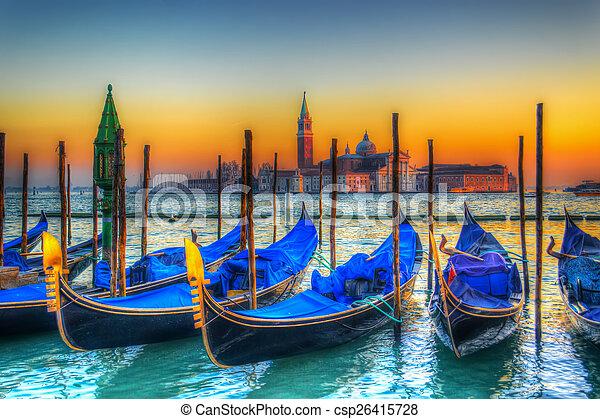 Gondolas azules bajo un colorido atardecer - csp26415728