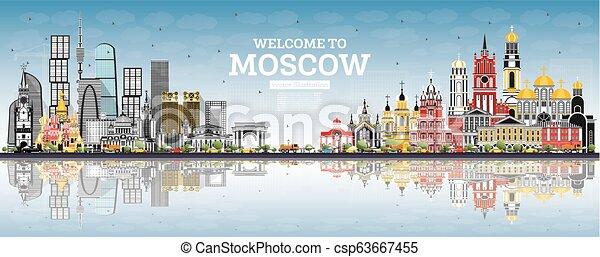 Bienvenidos a Moscú con edificios grises, cielo azul y reflejos. - csp63667455