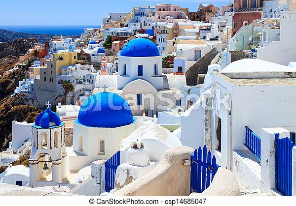 Iglesias de la cúpula azul oia Santorini - csp14685047