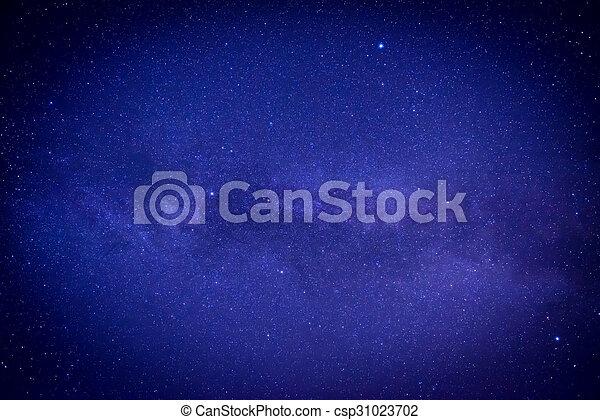 Cielo oscuro azul con muchas estrellas - csp31023702