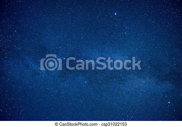 Cielo oscuro azul con muchas estrellas - csp31022153