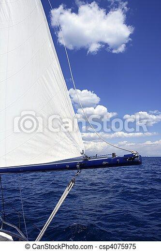 Un velero antiguo mar azul marino - csp4075975