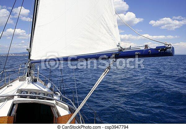 Un velero antiguo mar azul marino - csp3947794