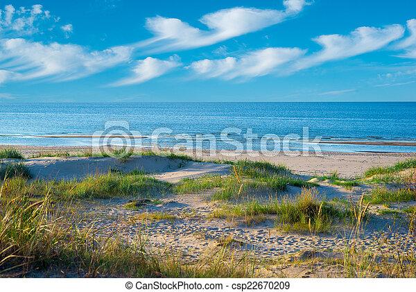 Cielo azul con nubes - csp22670209