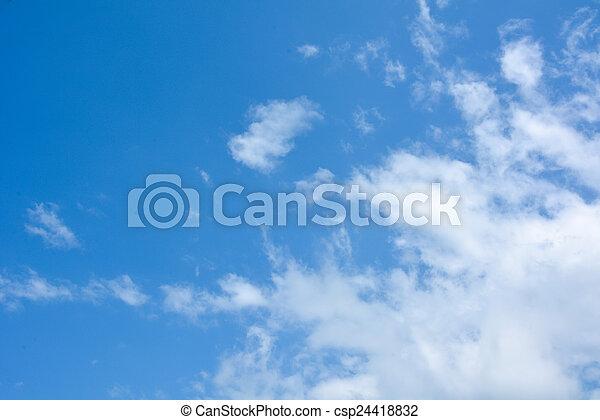Cielo azul con nubes - csp24418832