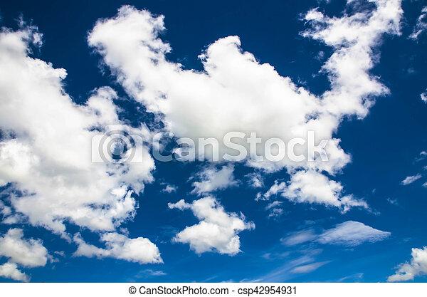 Cielo azul con nubes - csp42954931