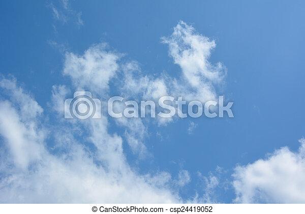 Cielo azul con nubes - csp24419052