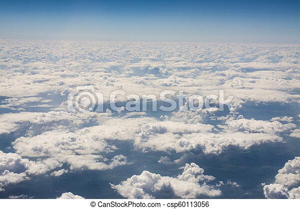Cielo azul con nubes blancas - csp60113056