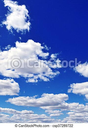 Cielo azul con nubes blancas - csp37289722