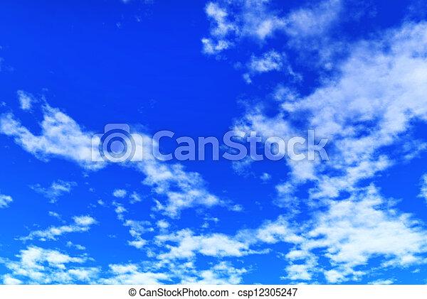 Cielo azul con nubes - csp12305247