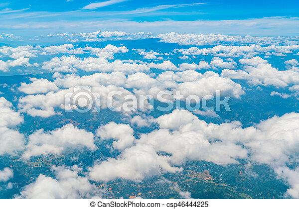 Cielo azul con nubes. - csp46444225
