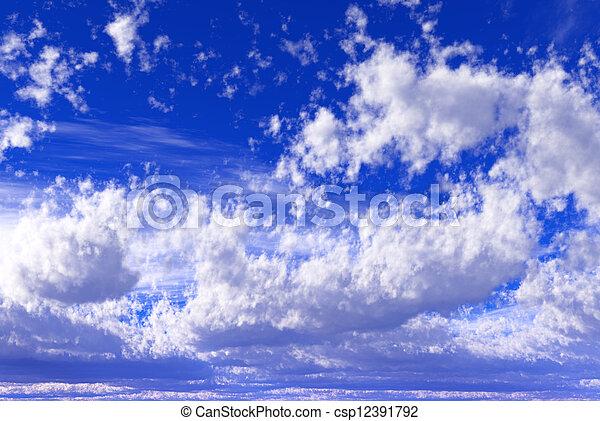 Cielo azul con nubes - csp12391792